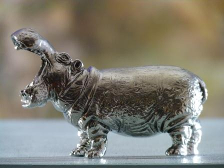 Hippopotame grand modele en etain aspect argent massif