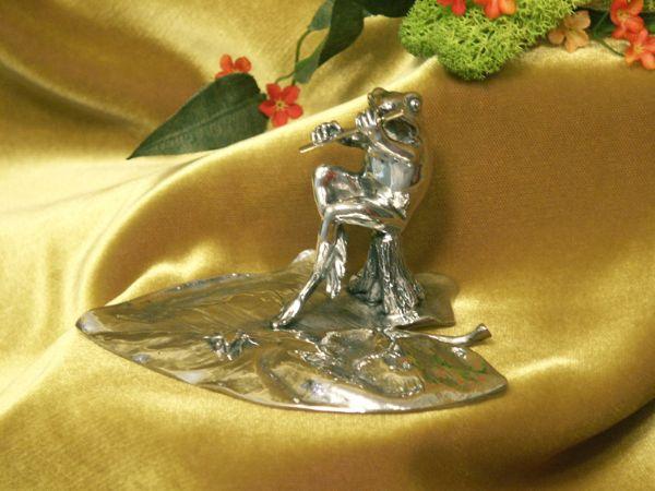 Grenouille flute etain aspect argent massif