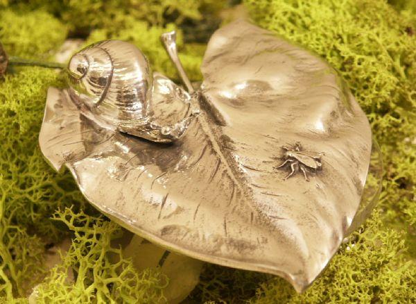 escargot sur nenuphar etain aspect argent massif