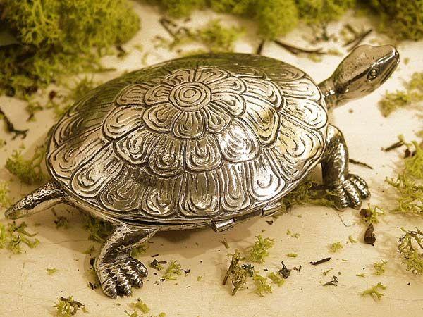 cadeau boite tortue étain aspect argent