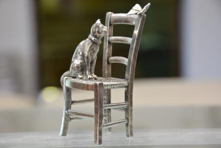 Chat+chaise+et+papillon etain aspect argent massif
