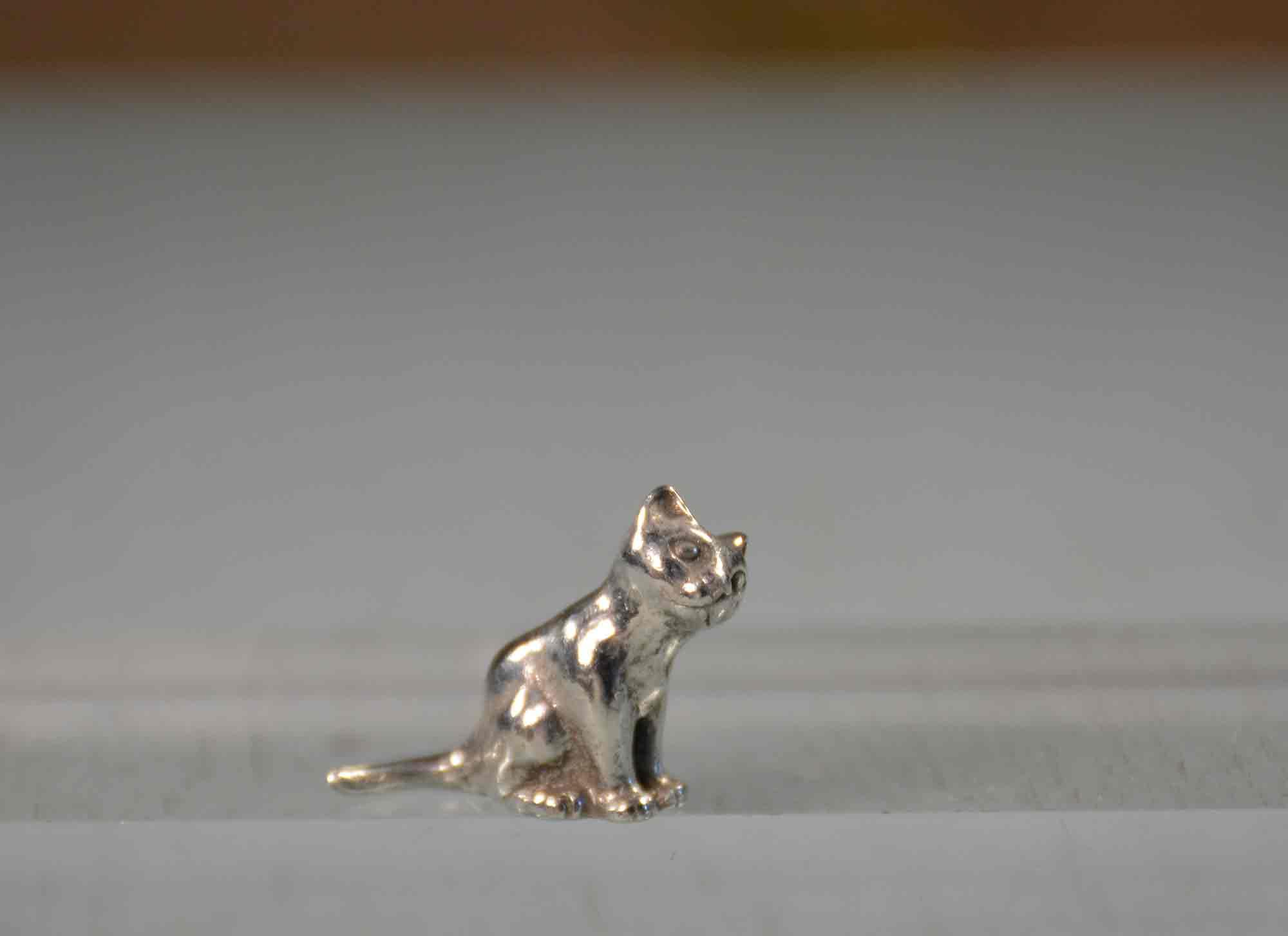 cadeau chat mini petit prix en étain aspect argent