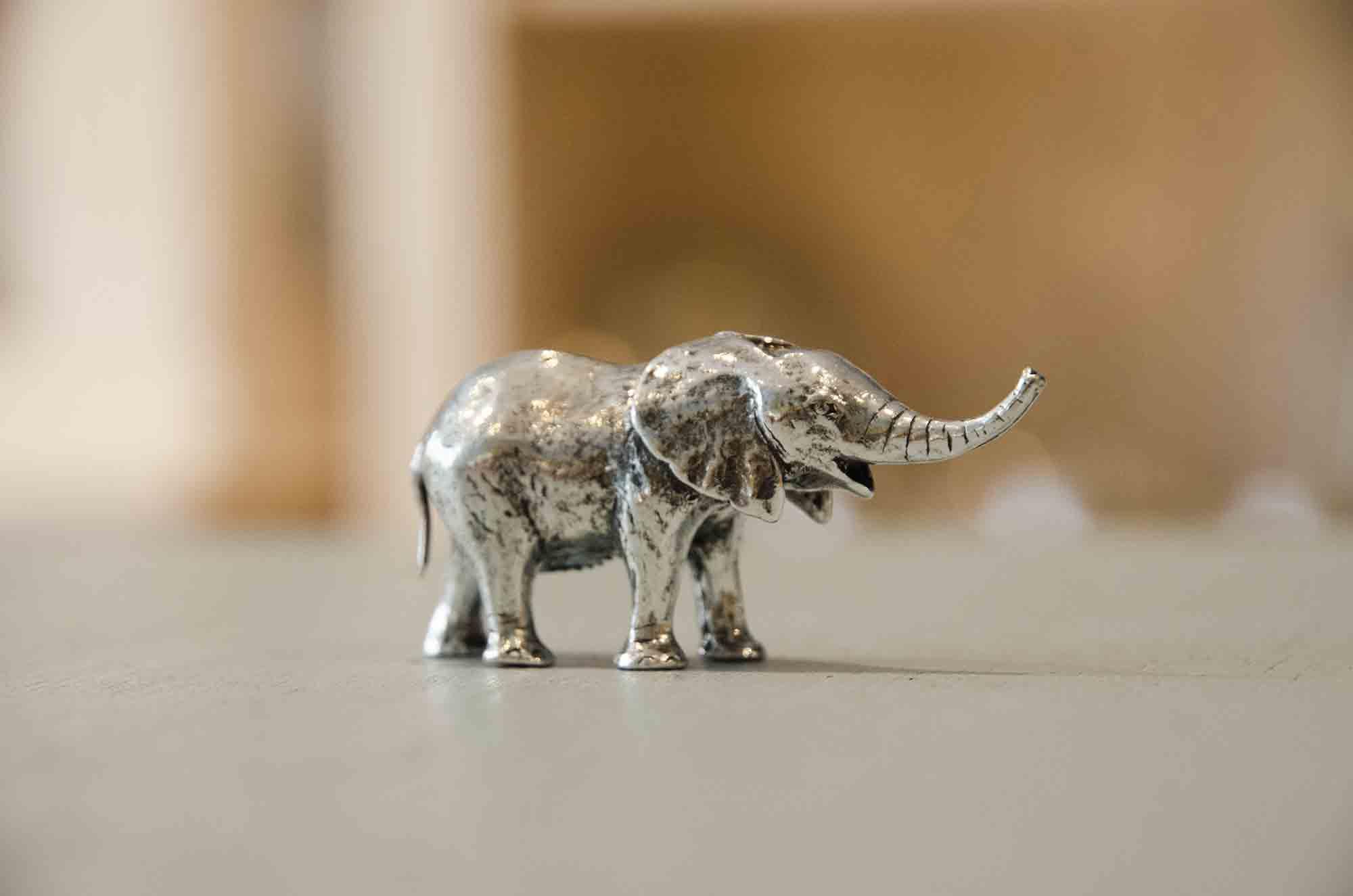 Elephanteau etain aspect argent massif