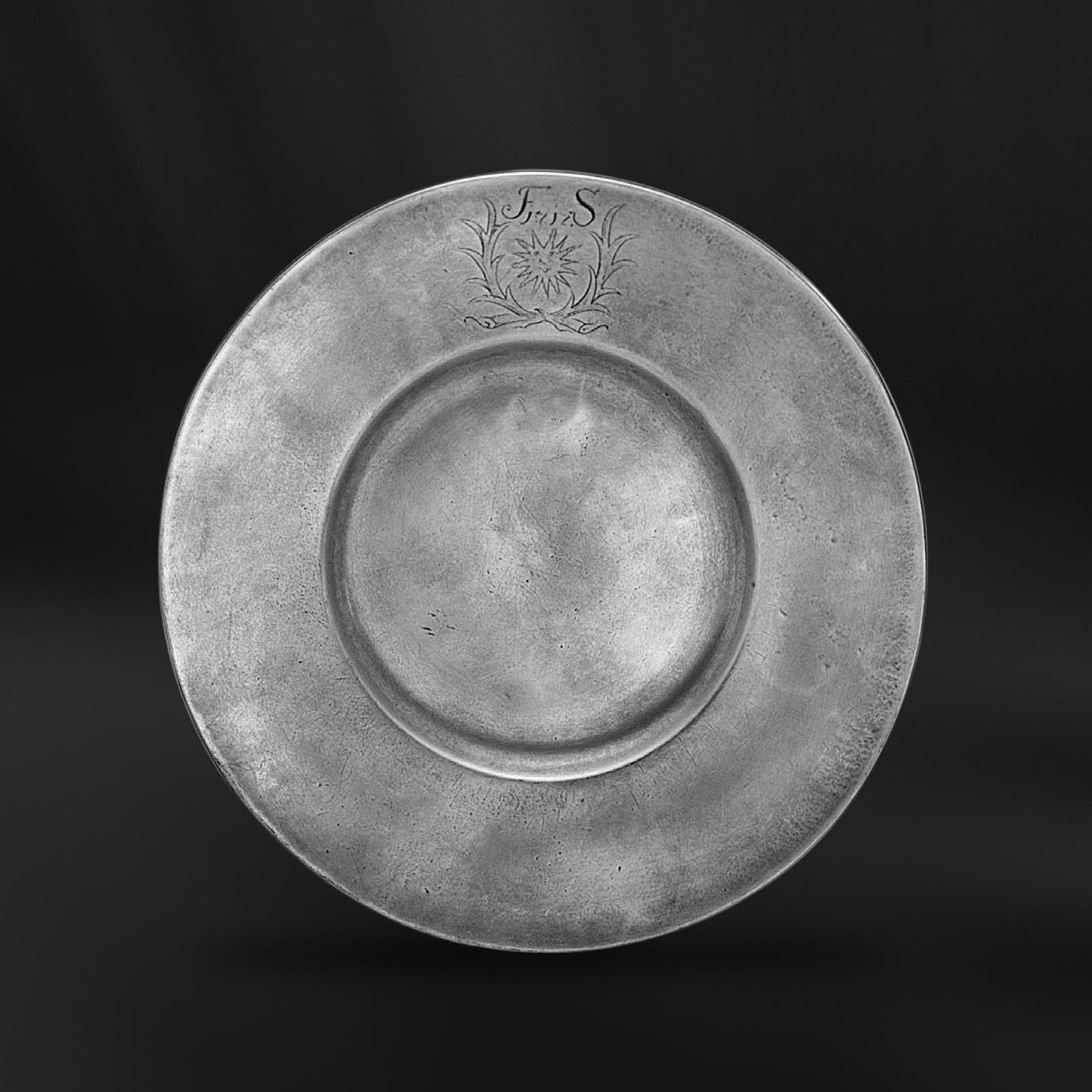 PLAT etain antique